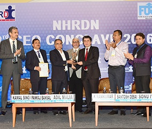 "Chairman and Managing Director of BPCL Shri. S Varadarajan, receives NHRDN ""People CEO Award"" 2015-1"